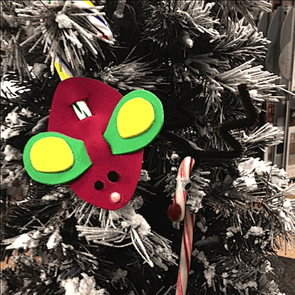 Cute mouse ornament for kids to make for Christmas. Salt dough ornament gifts for kids to make for Christmas. Easy Low Prep Christmas Gifts Kids Can Make! A collection of 10 Christmas gifts for kids to make for their parents. Fast, inexpensive and relatively low prep. You\'re gonna love \'em! #christmas #christmasgifts #christmasgiftskidsmake