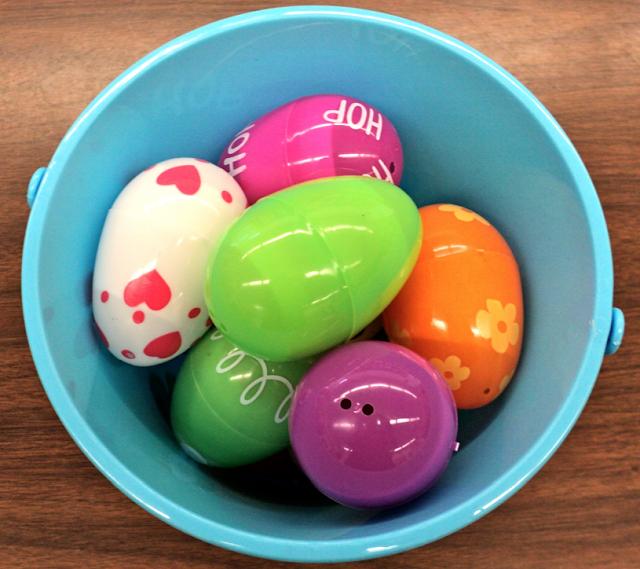 A spring poem for K or Grade 1. A fun egg activity.